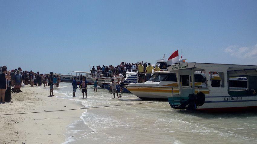Desembarco del barco de Marina-Sri Kandi