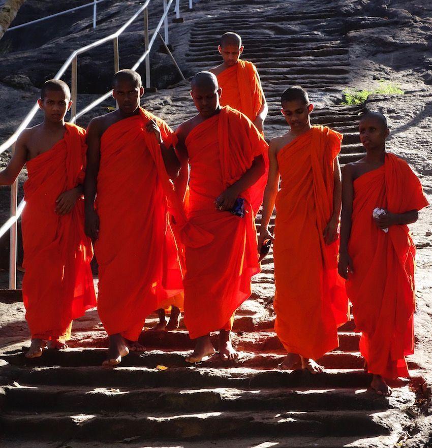 Monjes budistas en Minhintale