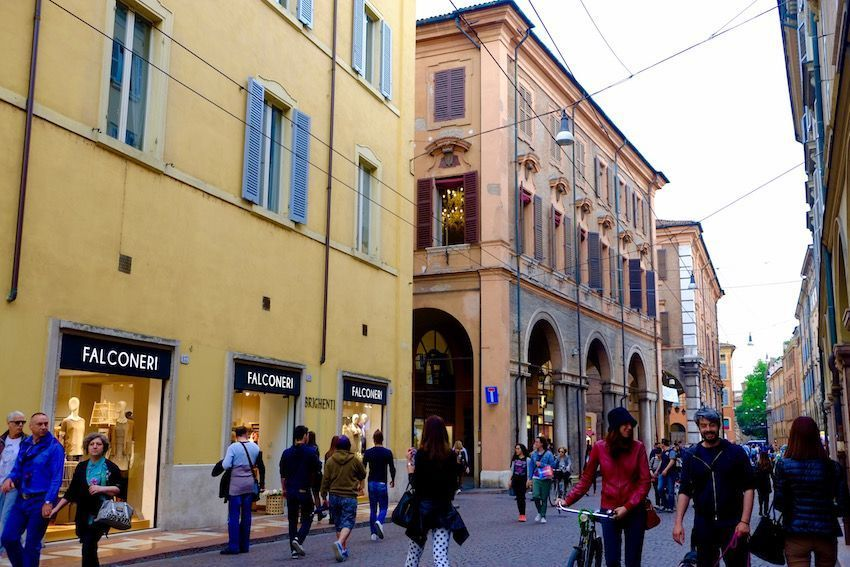 Calles del centro de Módena (Italia)