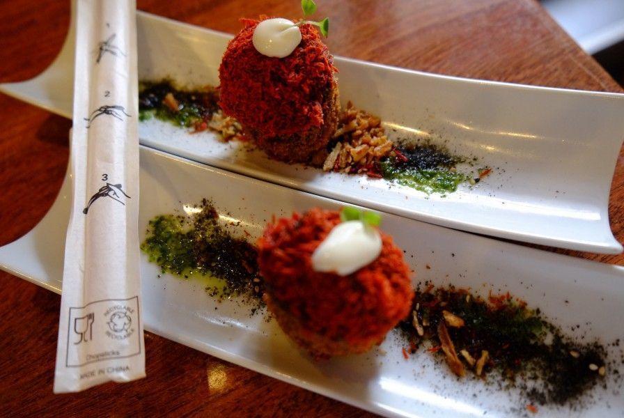 Falso Sushi relleno de mejillón con escamas de tomate. Bar el Gran Sol (Hondarribia)