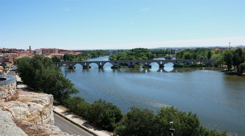 Vistas al puente de Piedra y al río Duero desde el Mirador del Troncoso