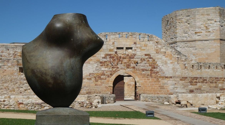 Escultura de Baltasar Lobo en el Parque de El Castillo