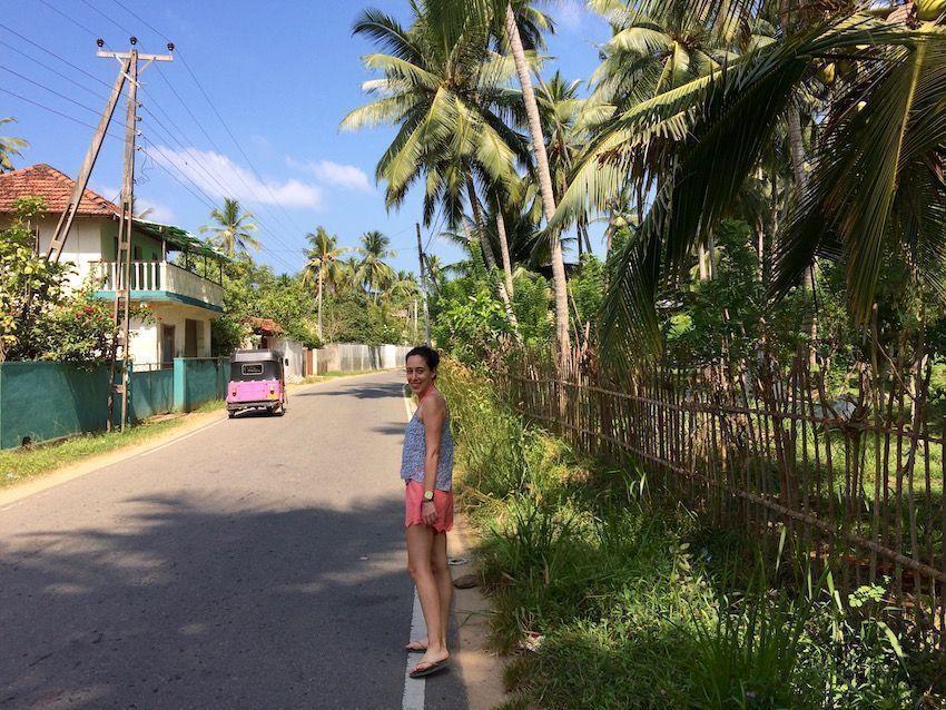 Camino a la playa de Unawatuna