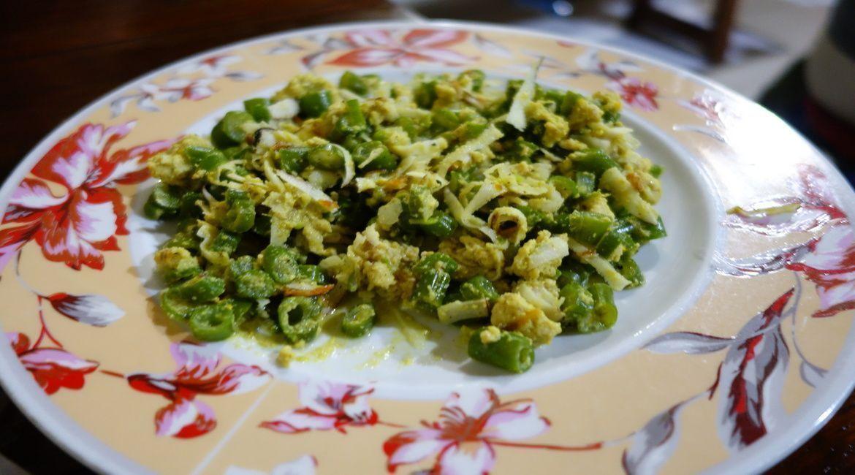 Lawar: plato típico balinés hecho a base de judías, coco, verduras variadas y especias. A veces también lleva carne